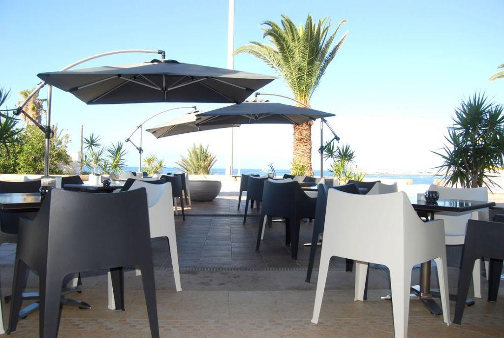 The Moon Bar and Restaurant a Los Cristianos - Tenerife